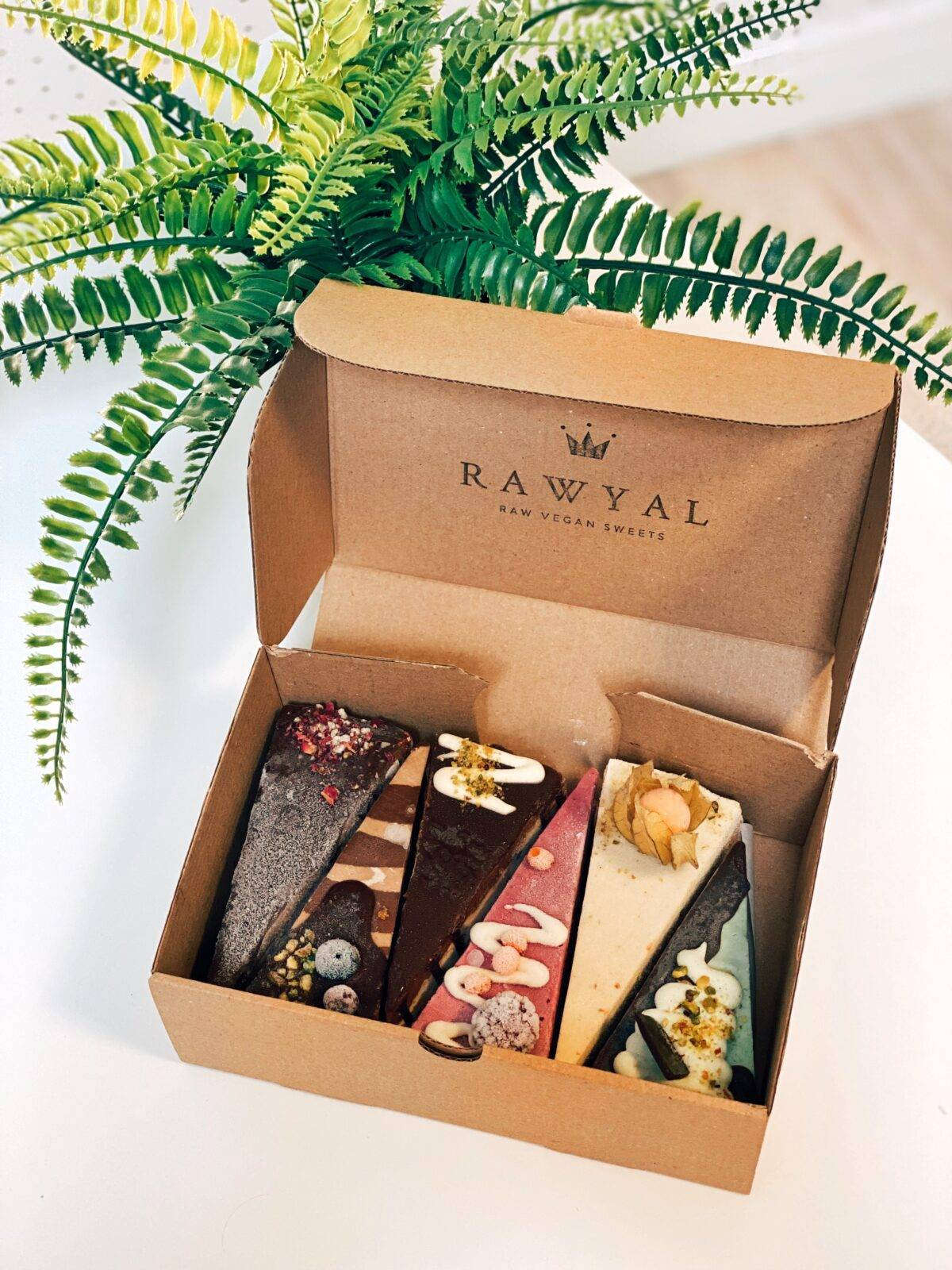 cutie felii tort raw vegan