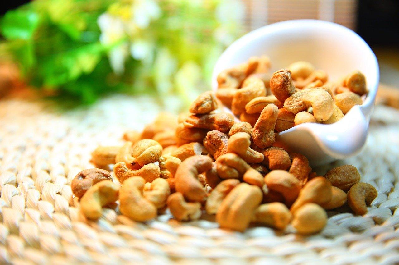 cashew nut 1098177 1280
