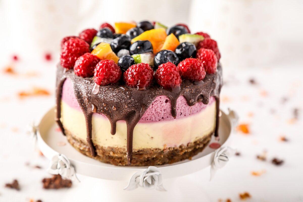BABY CAKE CU FRUCTE DE PADURE SI PORTOCALE scaled